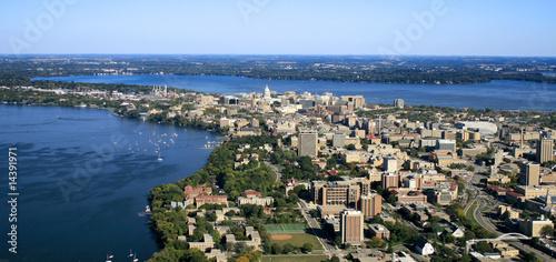 Leinwanddruck Bild UW-Madison Campus with State Capitol in Background