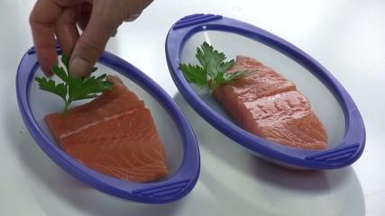 disposer le persil sur les papillotes de saumon