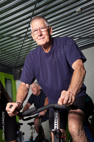 Leinwanddruck Bild Senior cycling group