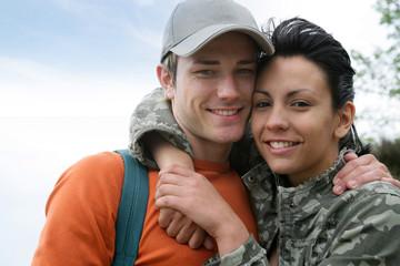 jeune couple en randonnée