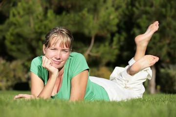 Mujer Feliz en el Parque