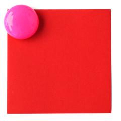 bouton magnet rose sur post-it rouge en papier recyclé