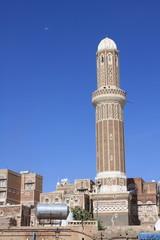 Minaret sur ciel bleu