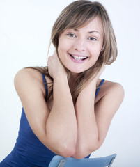 jeune femme sourire regard