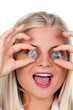 Frau mit Euro Geld Münzen vor den Augen