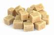 des morceaux de sucre brun