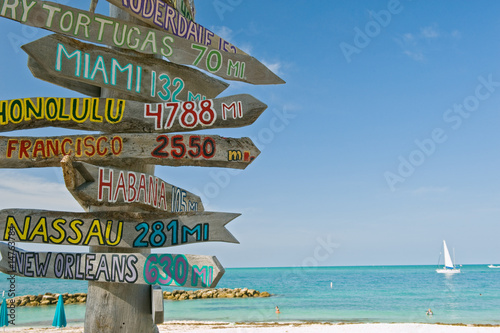 Staande foto Caraïben signpost on beach in key west florida