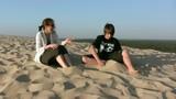 mère et fils en harmonie sur la dune du Pilat poster