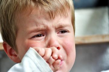 Weinender Junge