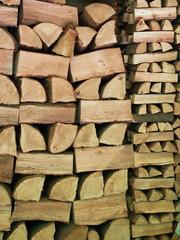 catasta di legno ordinata