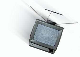 alten Fernseher rausschmeissen