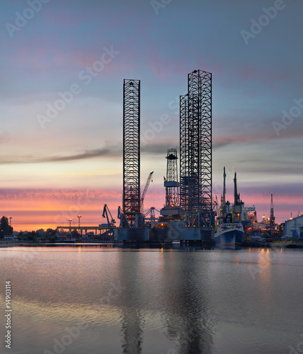 Oil Platform © Nightman1965