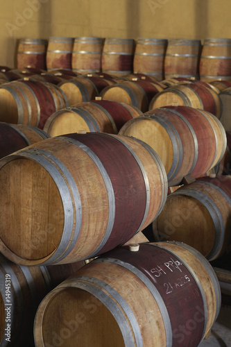 Wine casks  in order, standing and lying down