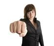 jeune femme d'affaires montrant son poing
