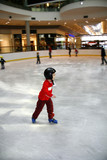 Young boy learning to skate - 14996302