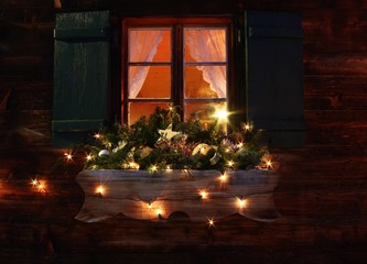 Weihnachtliches Fenster in Graubünden, Schweiz