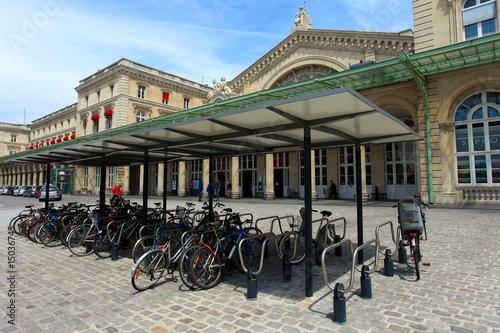 parc de vélos devant la gare - 15036745