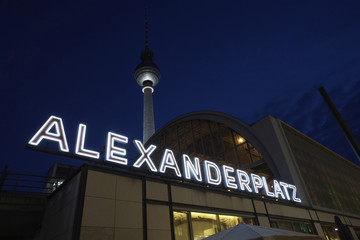 berlin alexanderplatz at night