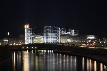 berlin hauptbahnhof at night
