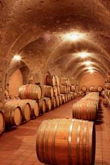 Weinkeller, Rotwein im Barrique-Faß ausgebaut,Eichenfässer