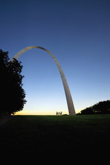 Modern arch sculpture in St Louis, Missouri