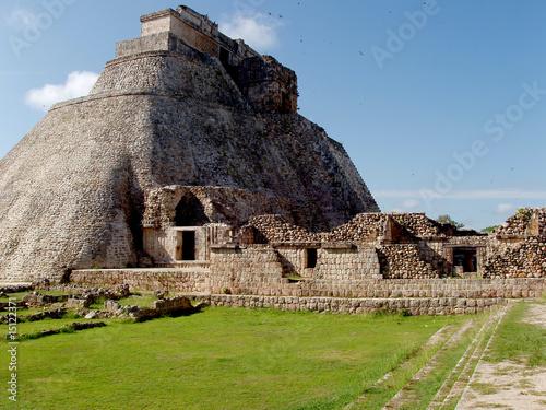 uxmal maya - 15122371