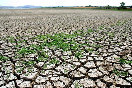 Fotobehang Droogte global warming - cracked earth