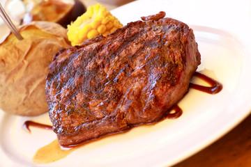 Rumpsteak(Roastbeef) - gegrillt,mit Soße,Backkartoffel