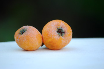 2 nèfles (mespilum)