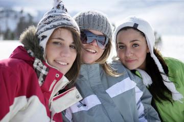 Jeunes femmes à la neige
