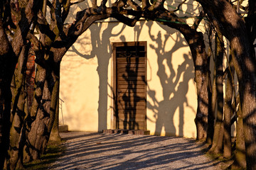Durchgang mit Schatten