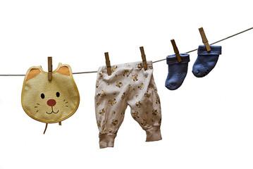 Babero, pantalones, calcetines.