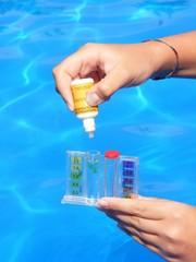Test dell'acqua della piscina