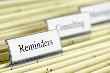 "Close-up hanging files ""Reminders"" / Hängeregister Mahnungen"