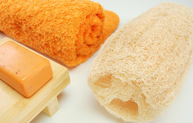 bucha de banho,toalha e sabonete