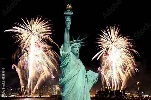 Statua Wolności i fajerwerki 4 lipca