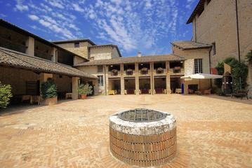 Emilia Romagna, Castello di Felino, cortile interno 1