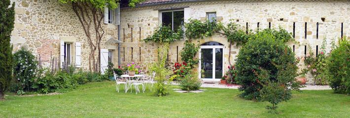 belle maison en pierre et son jardin d'agrément # 02