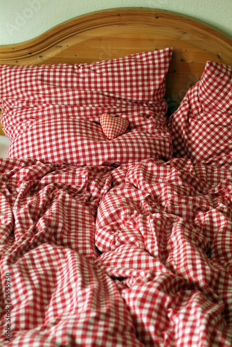 bayrische bettw sche mit herz im allg u von vision r lizenzfreies foto 15555750 auf. Black Bedroom Furniture Sets. Home Design Ideas