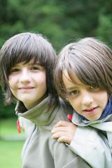 Portrait de jeunes enfants souriants