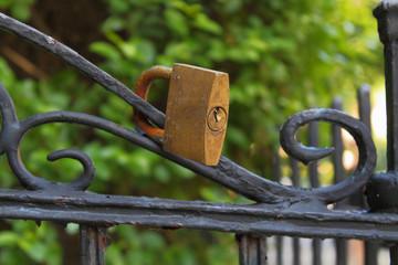 Lucchetto al cancello