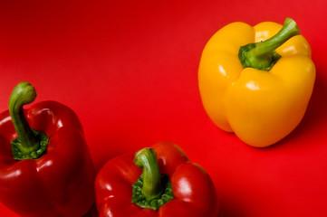 Paprika-Trio, rot und gelb, anders