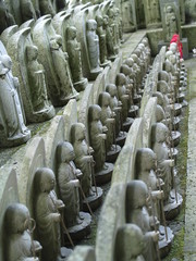 hilera de budas en Japon