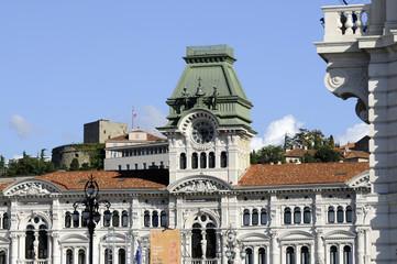 Piazza Unità d Italia con il Municipio e Castel San Giusto Fvg