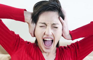 femme cri de colère