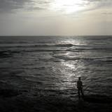 seul face à la mer - solitude poster