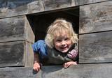 Fototapety Kind im Baumhaus