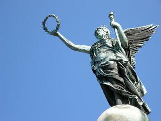 Engel mit Lorbeerkranz