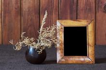 Ikebana i stare ramki na zdjęcia