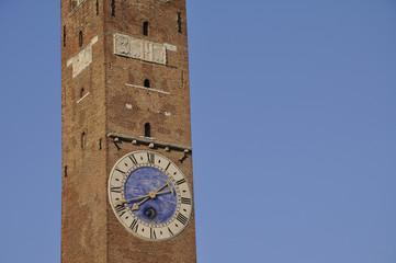 vicenza torre bissara campanile orologio lunario